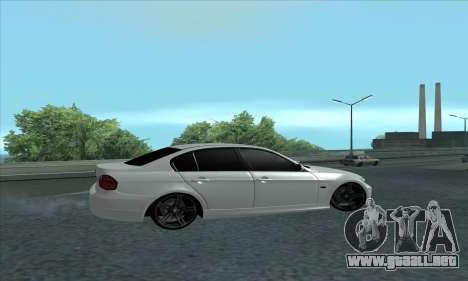BMW 325i E90 para GTA San Andreas vista posterior izquierda