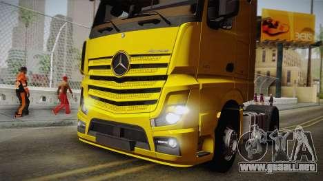 Mercedes-Benz Actros Mp4 4x2 v2.0 Gigaspace v2 para GTA San Andreas vista hacia atrás