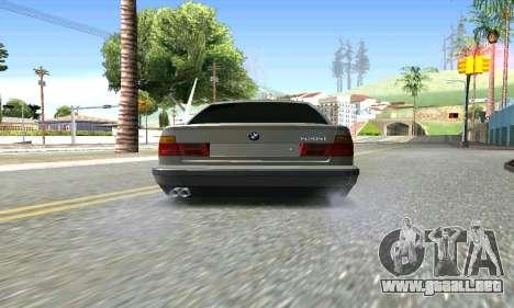 BMW 535 para GTA San Andreas vista posterior izquierda
