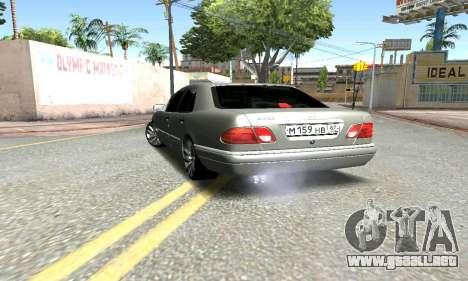 Mercedes-Benz E420 para GTA San Andreas vista posterior izquierda