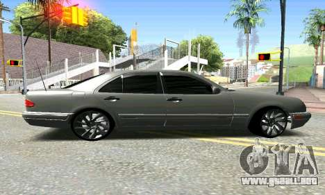 Mercedes-Benz E420 para GTA San Andreas left