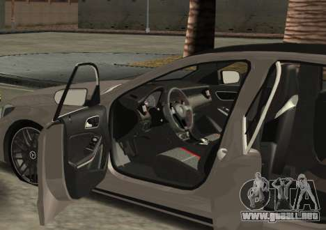 Mercedes-Benz C63 AMG W205 para GTA San Andreas left