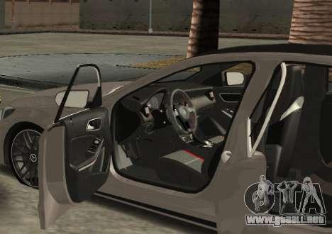Mercedes-Benz C63 AMG W205 para GTA San Andreas left