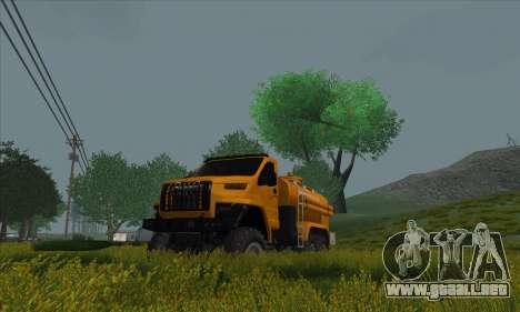 Ural Camión De Combustible Siguiente para GTA San Andreas vista posterior izquierda