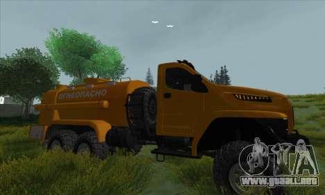 Ural Camión De Combustible Siguiente para GTA San Andreas vista hacia atrás