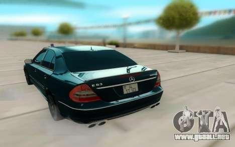 Mercedes-Benz W211 AMG 63 para GTA San Andreas vista hacia atrás
