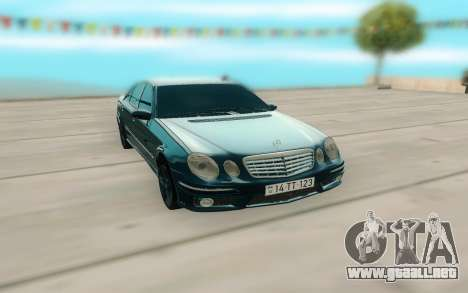 Mercedes-Benz W211 AMG 63 para la visión correcta GTA San Andreas