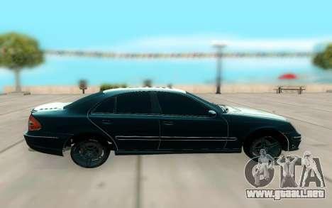 Mercedes-Benz W211 AMG 63 para GTA San Andreas left